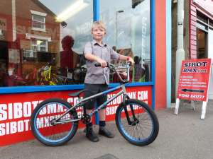 LITTLE HENRY LOST HIS OLD BMX IN A BARN FIRE SO DAD BRINGS HIM TO SIBOTBMX FOR A NEW RIDE STEREO SPEAKER