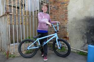 Kyle is the latest young bmx rider to join new SIBOTBMX riders when he came to the shop for his SUNDAY SPARK V-BLUE BMX.