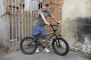 New Sibotbmx rider Joe wanted to start BMX so his bmxer mates sent him to us for a Sunday Bike AM WISE CHOICE Joe.