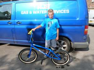 DYLAN BECOMES ANOTHER SIBOTBMX RIDER WITH A UNITED BIKES KL40 A CLOSE MATCH TO DADS VAN.