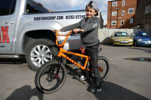 Birthday boy Louis joins SIBOTBMX with a birthday bike from Dad,The 2015 United Recruit 18 and 4Down rider Malick came down to SIBOTBMX to hand it over.