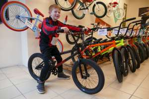 new rider George is another to chose wisely when he collected his 2017 Sunday 18 from Sibotbmx we hope he doesn't loose anymore teeth.